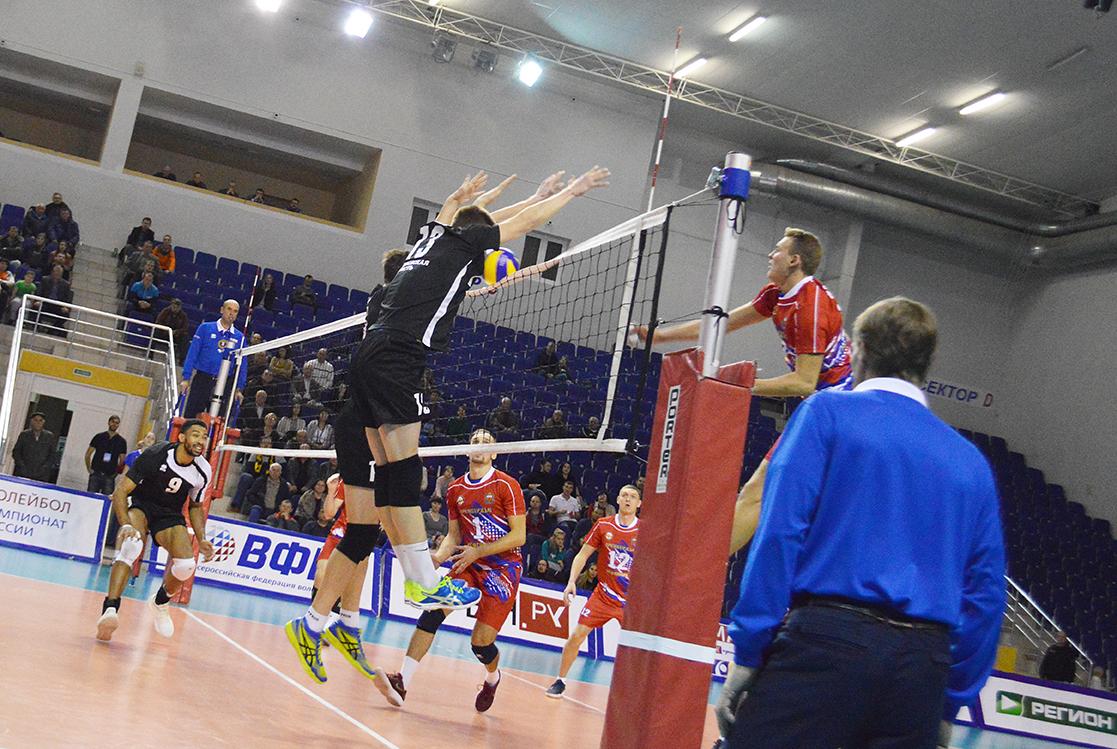 Нефтяник обменялся победами с прошлогодним победителем чемпионата России