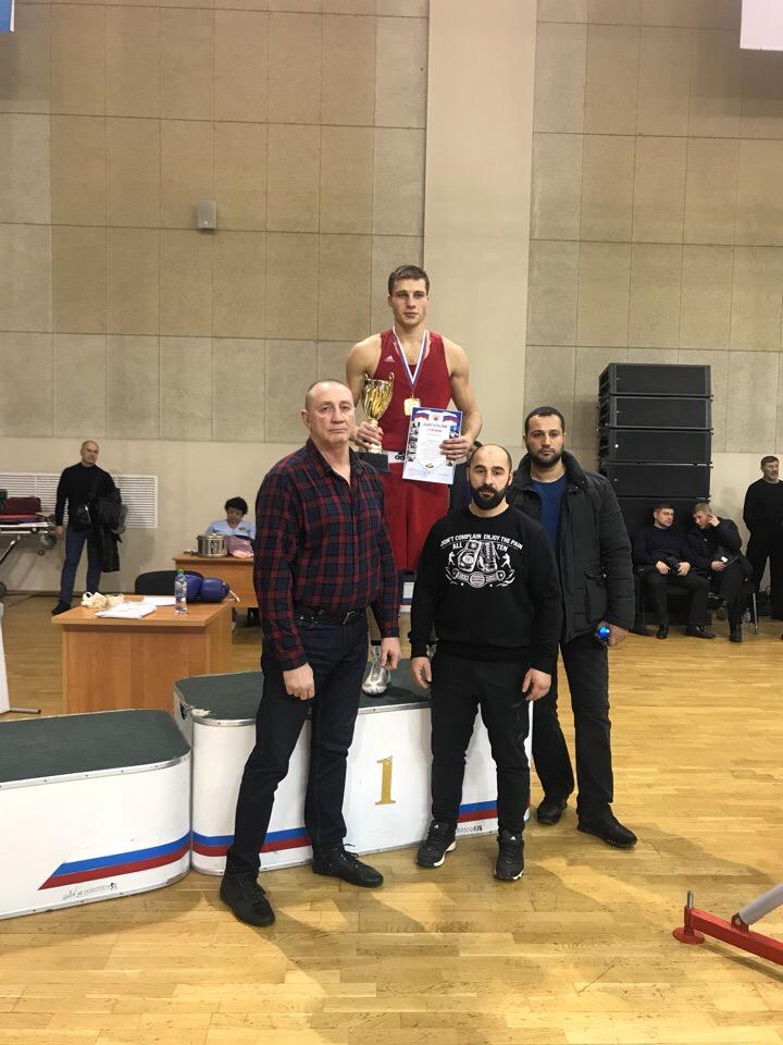 Оренбуржец Никита Бадалян подтвердил звание мастера спорта России по боксу