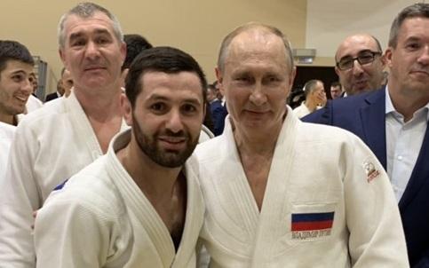 Владимир Путин провел тренировку с оренбургским дзюдоистом Робертом Мшвидобадзе