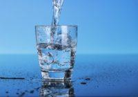 Врачи рассказали, как питьевая вода поможет похудеть к лету