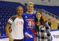 Как болеет «Надежда»? Команда поддержала волейбольный «Нефтяник»