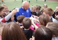 Автографы и мастер-классы. Футболисты «Оренбурга» встретились со школьниками