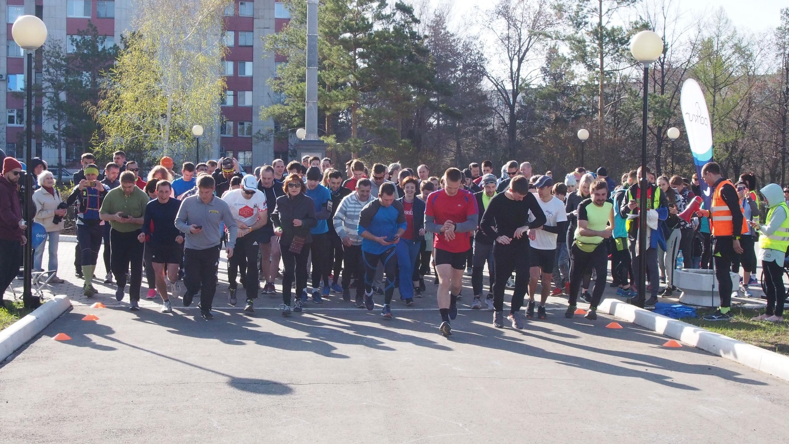 Сто бегунов-любителей приняли участие в открытии parkrun в Оренбурге