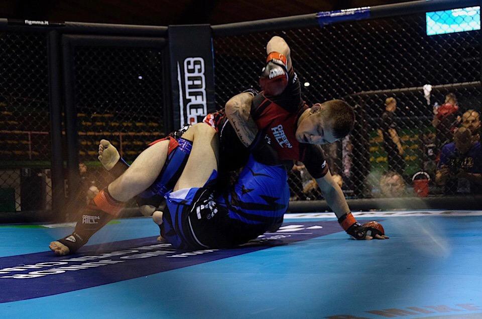 Снова победа: оренбургский боец нокаутировал австрийца на Чемпионате Европы по MMA
