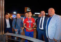 Серебряного призера Европейских игр Габила Мамедова встретили в аэропорту Оренбурга