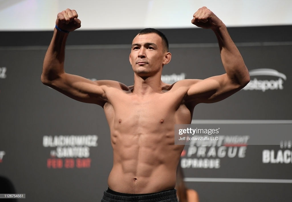 Четыре новых боя: Дамир Исмагулов подписал новый контракт с UFC