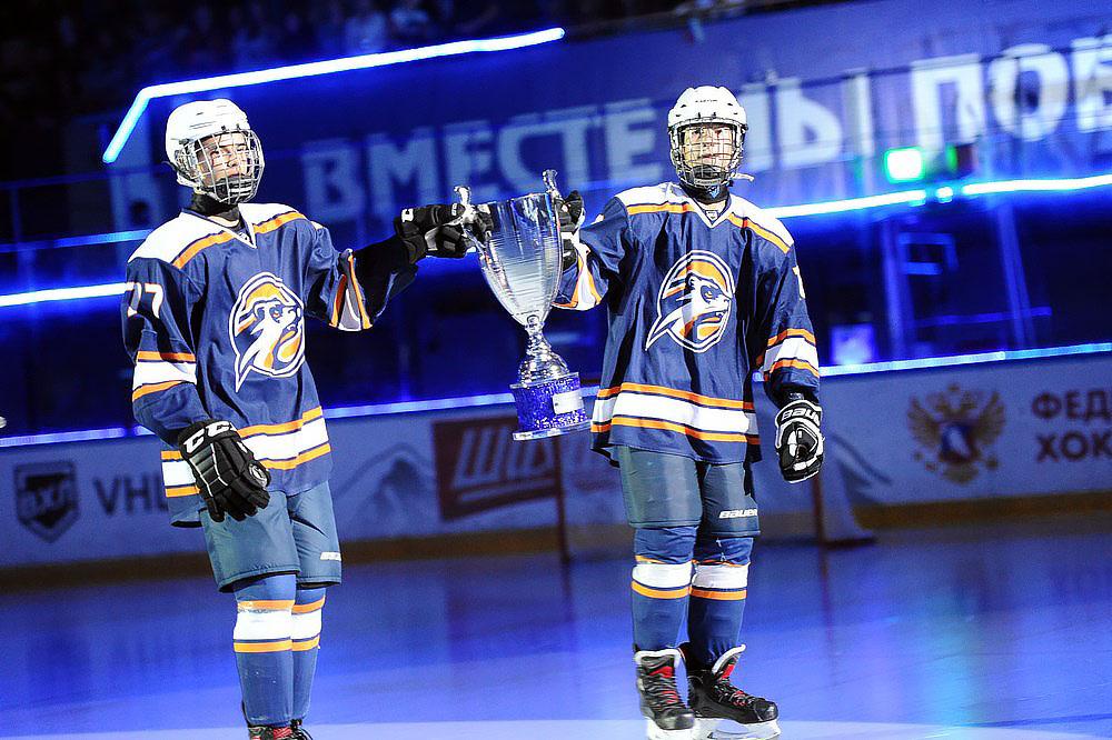 Большой хоккей. В Орске четыре команды борются за Кубок губернатора области