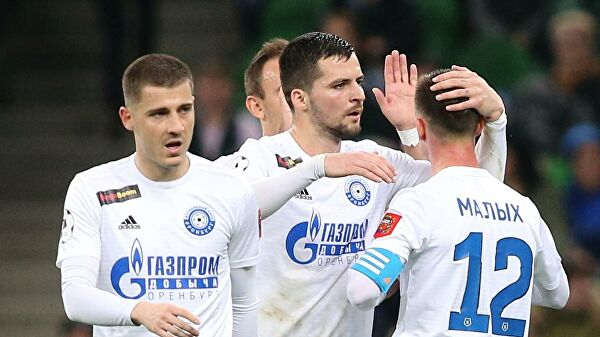 Игроки «Оренбурга» прибыли в Екатеринбург на матч с «Уралом»