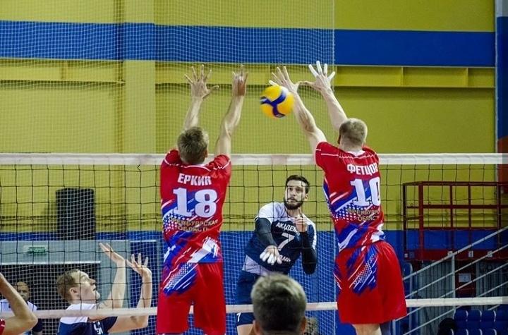 Волейбольный «Нефтяник» идет на 11 месте после 13 туров