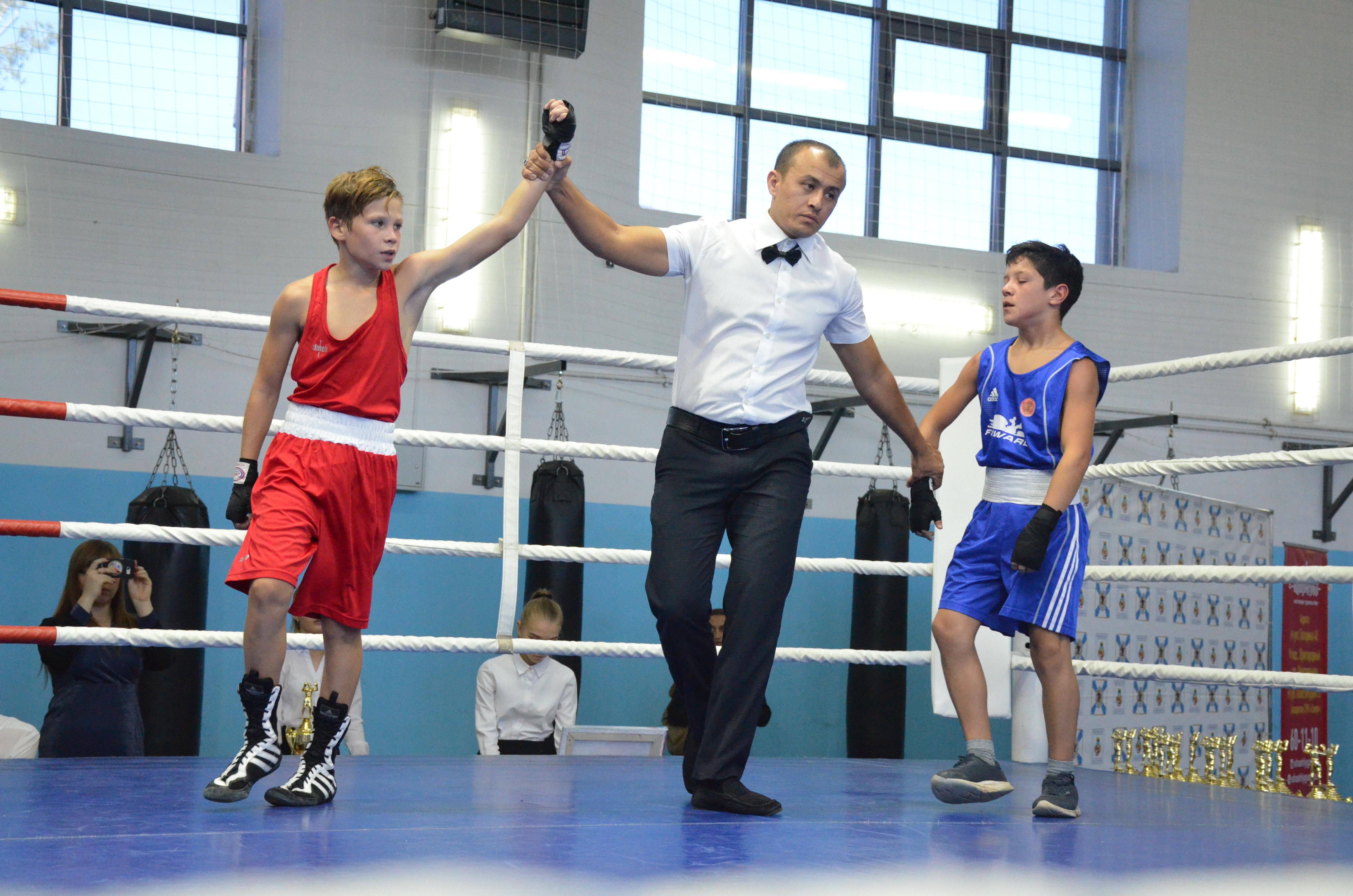 Боксеры из Оренбурга завоевали 10 золотых медалей на турнире имени Жданова