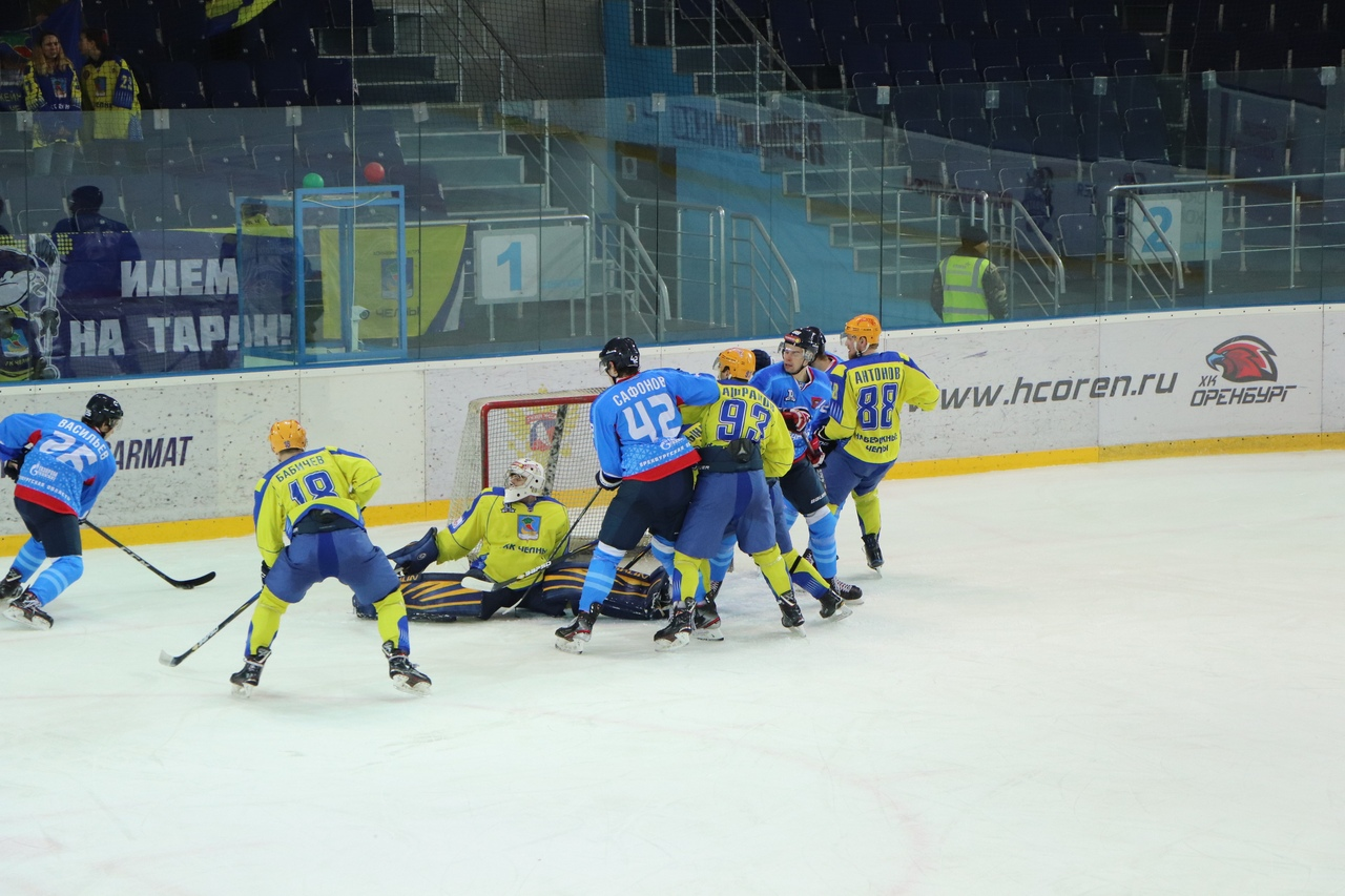 Хоккеисты «Оренбурга» дважды обыграли лидера Первенства