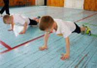 Школьники пошли на занятия: можно ли заразиться на физкультуре?