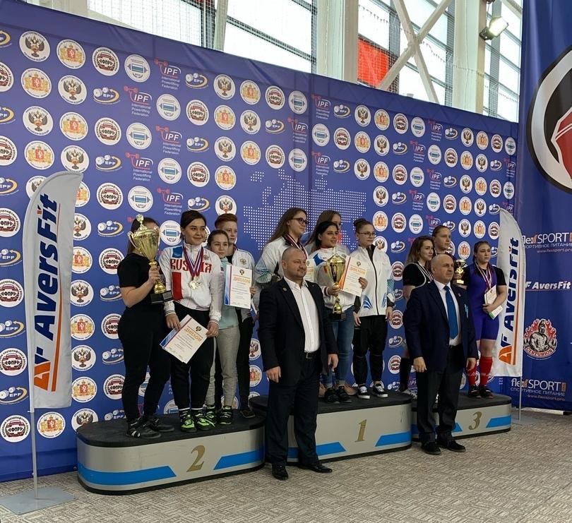 Женская сборная Оренбуржья по пауэрлифтингу заняла второе место на Первенстве России
