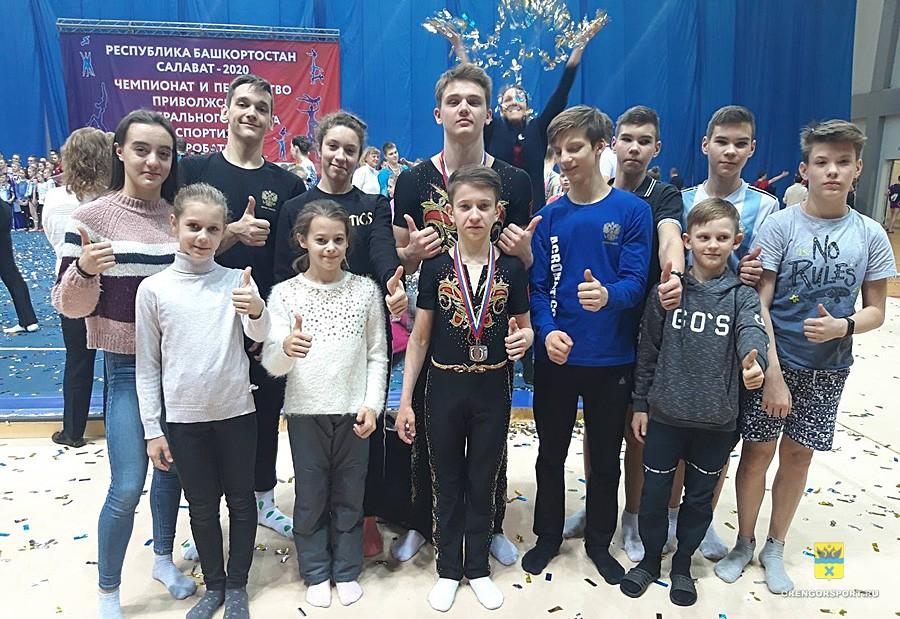 Серебро и бронза: оренбуржцы отличились на Первенство ПФО по спортивной акробатике