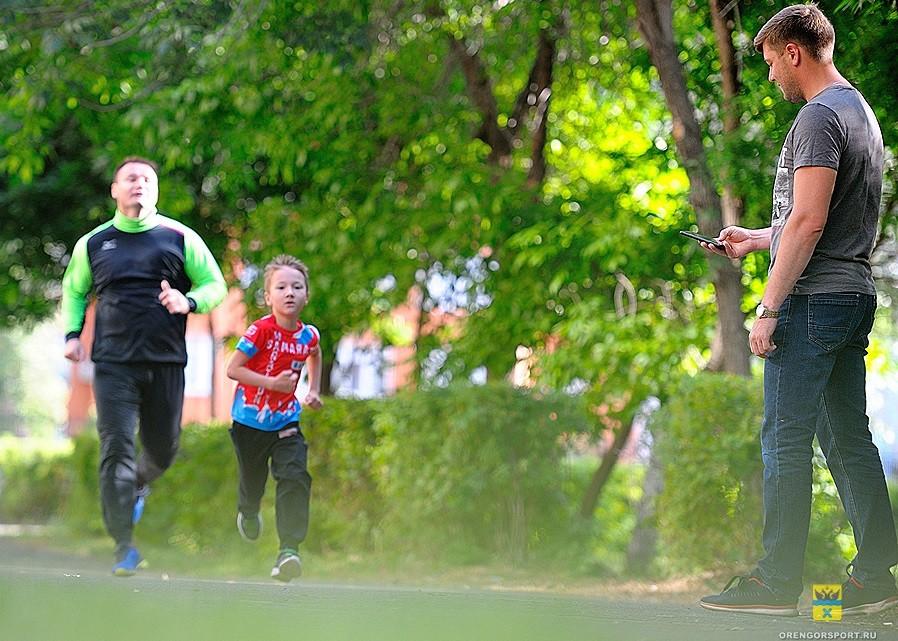 Пробежки в самоизоляции: глава оренбургского спорткомитета показал пример