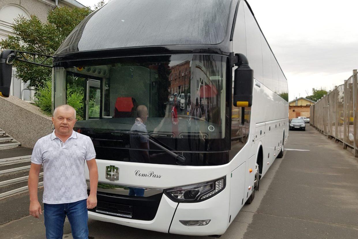 Металлоинвест подарил автобус новотроицкому футбольному клубу