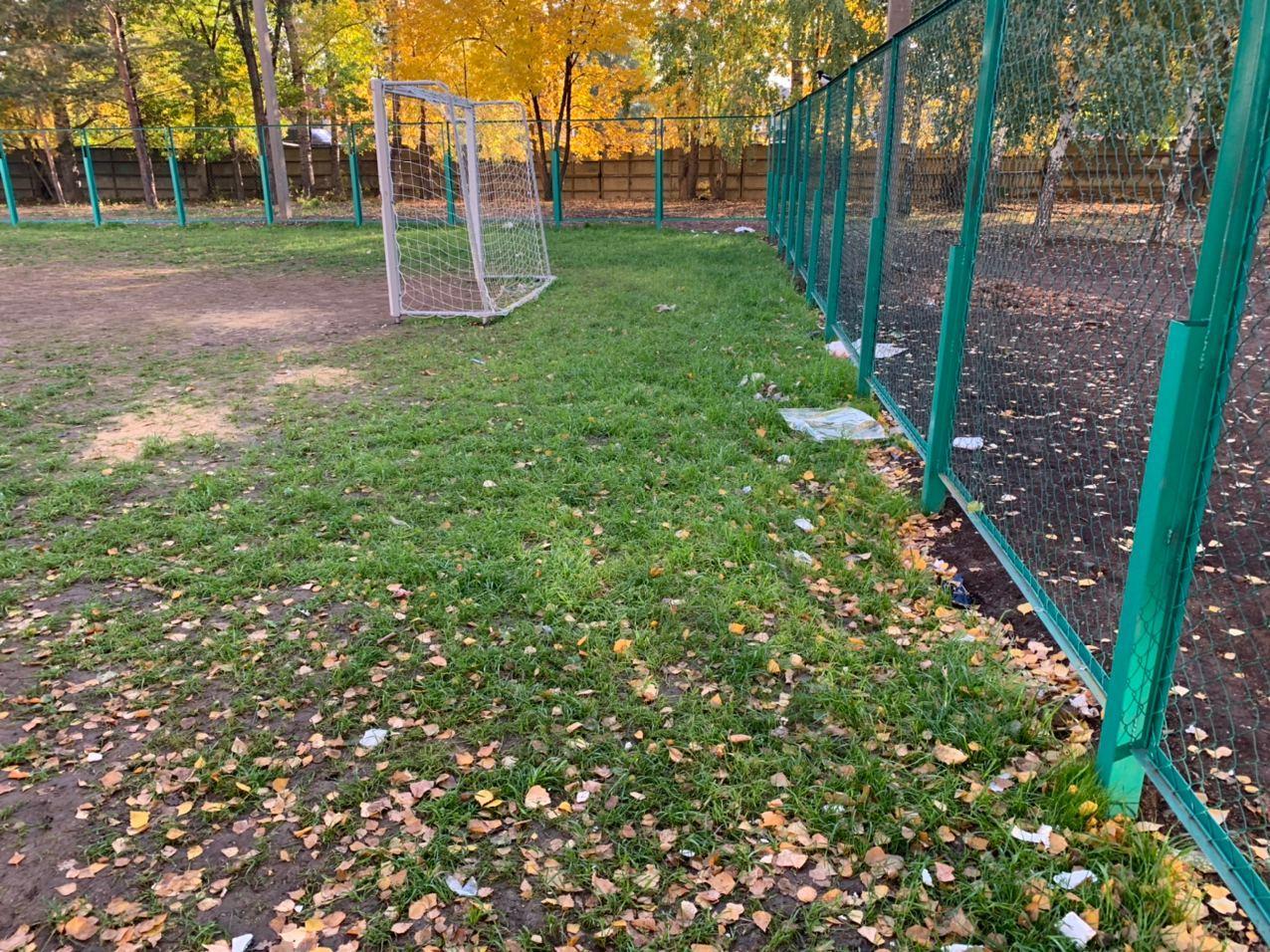 Футбольное поле с люками. Жители Оренбурга не оценили спортплощадку, оборудованную по поручению Путина