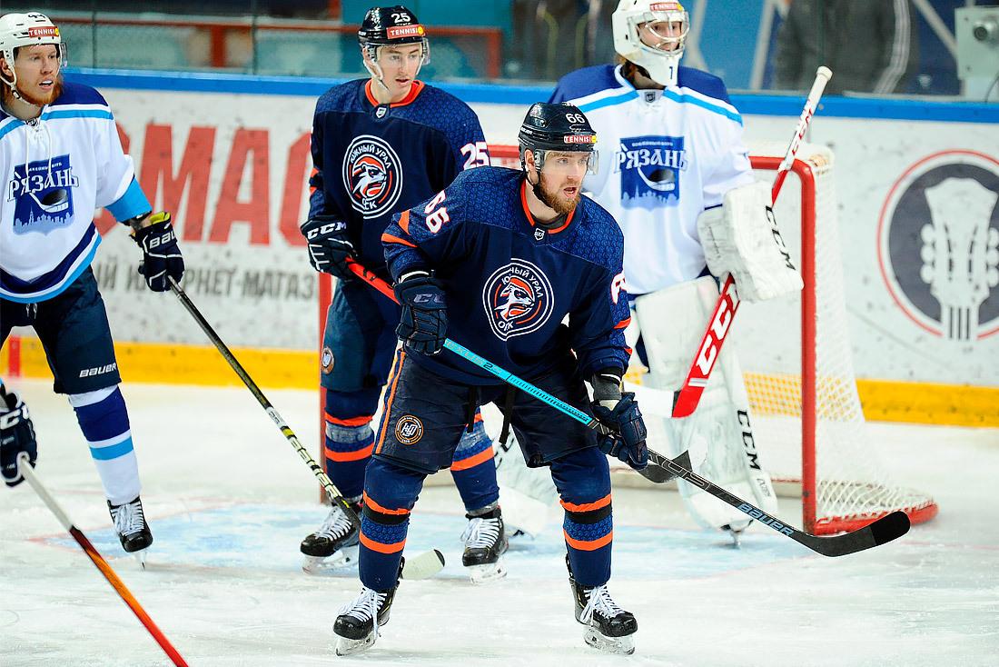 «Южный Урал» победил лидера ВХЛ и вернулся в зону плей-офф