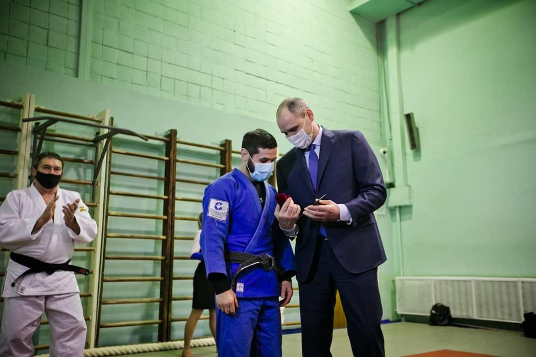 Денис Паслер встретился с Робертом Мшвидобадзе после победы на Евро-2020
