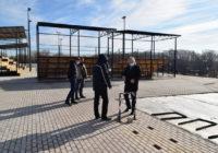 На набережной Оренбурга продолжается строительство Центра уличного баскетбола