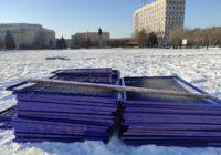 В Оренбурге на площади Ленина начали монтировать каток