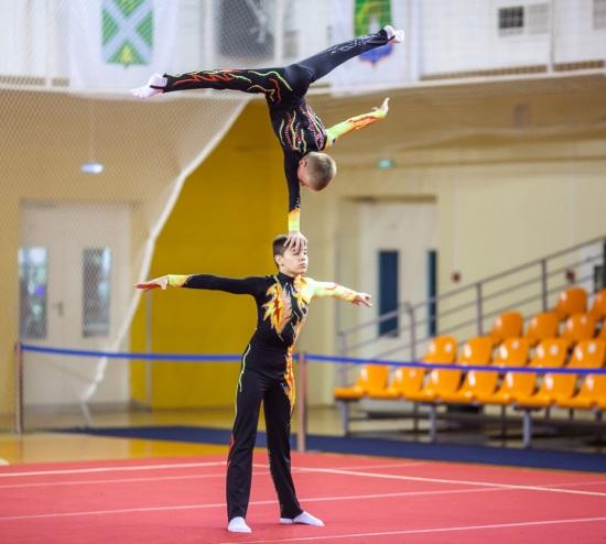 Оренбуржцы завоевали серебро Всероссийских соревнований по спортивной акробатике