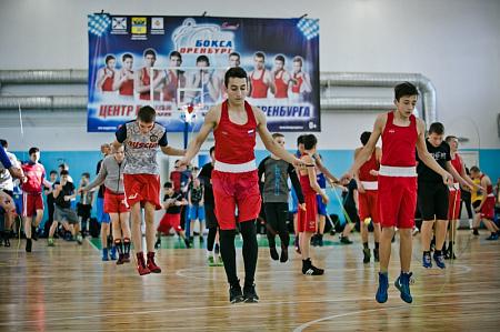 Олег Саитов и Светлана Кулакова провели мастер-класс для молодых боксеров