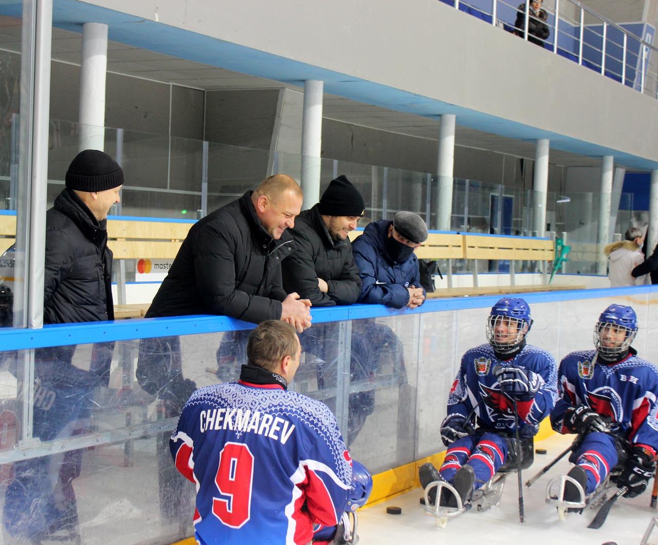 Оренбург примет второй этап чемпионата России по следж-хоккею: министр Салмин встретился с «Ястребами»