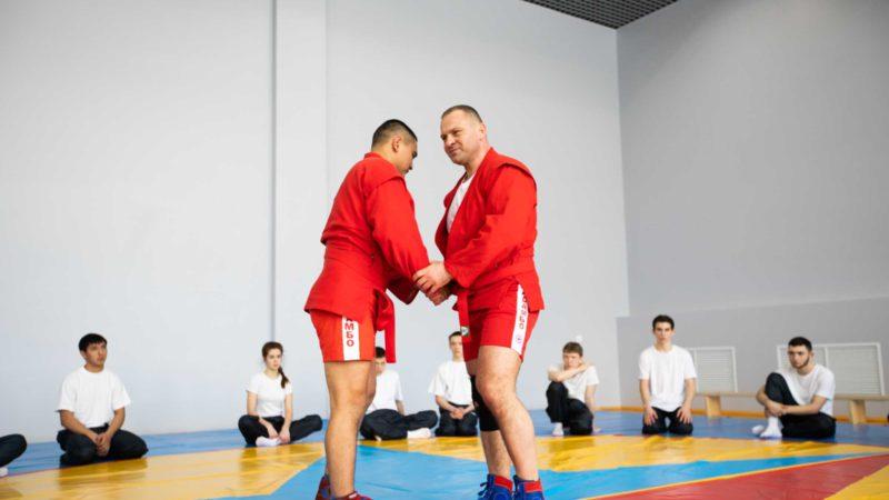Министр Сергей Салмин провел мастер-класс в центре «Гагарин»