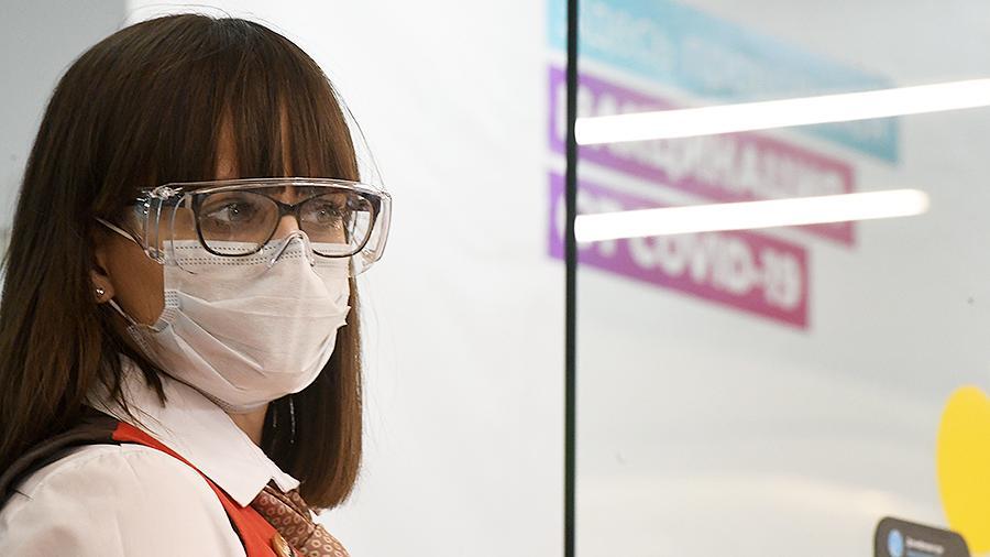 Очки реально защищают от коронавируса. Как это работает?