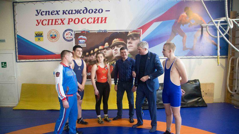 В Оренбурге прошла открытая тренировка по вольной борьбе