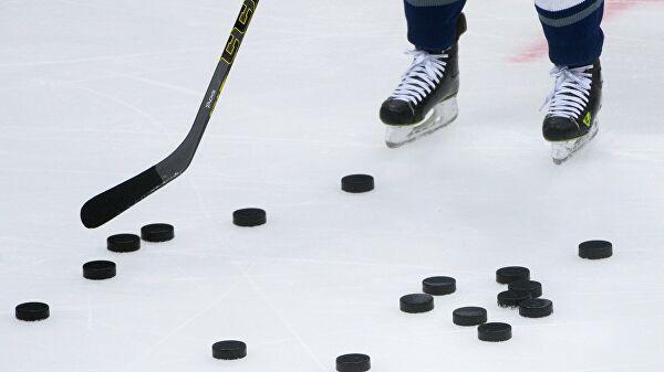Драка оренбургских хоккеистов во время матча попала на видео
