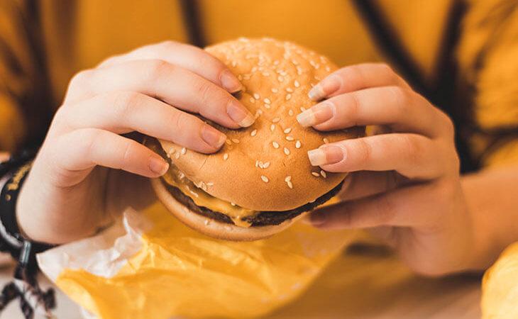 Можно ли питаться только гамбургерами? Как это скажется на здоровье?