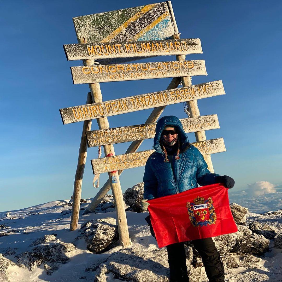 Замминистра Наталья Струнцова покорила Килиманджаро