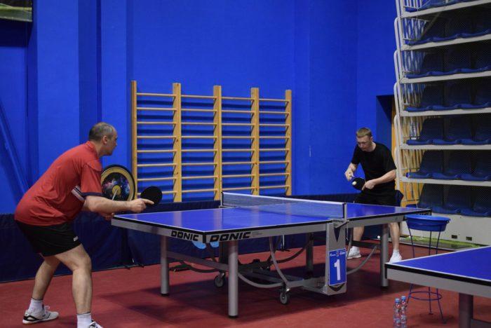 Денис Паслер пожелал удачи «Факел-Газпрому» на тренировке по настольному теннису
