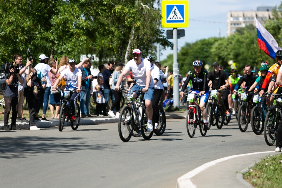 Денис Паслер возглавил колонну «Дня 1000 велосипедистов» в Оренбурге