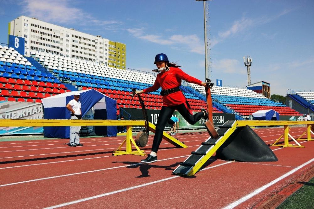 Оренбуржцы взяли бронзу в соревнованиях по пожарно-спасательному спорту