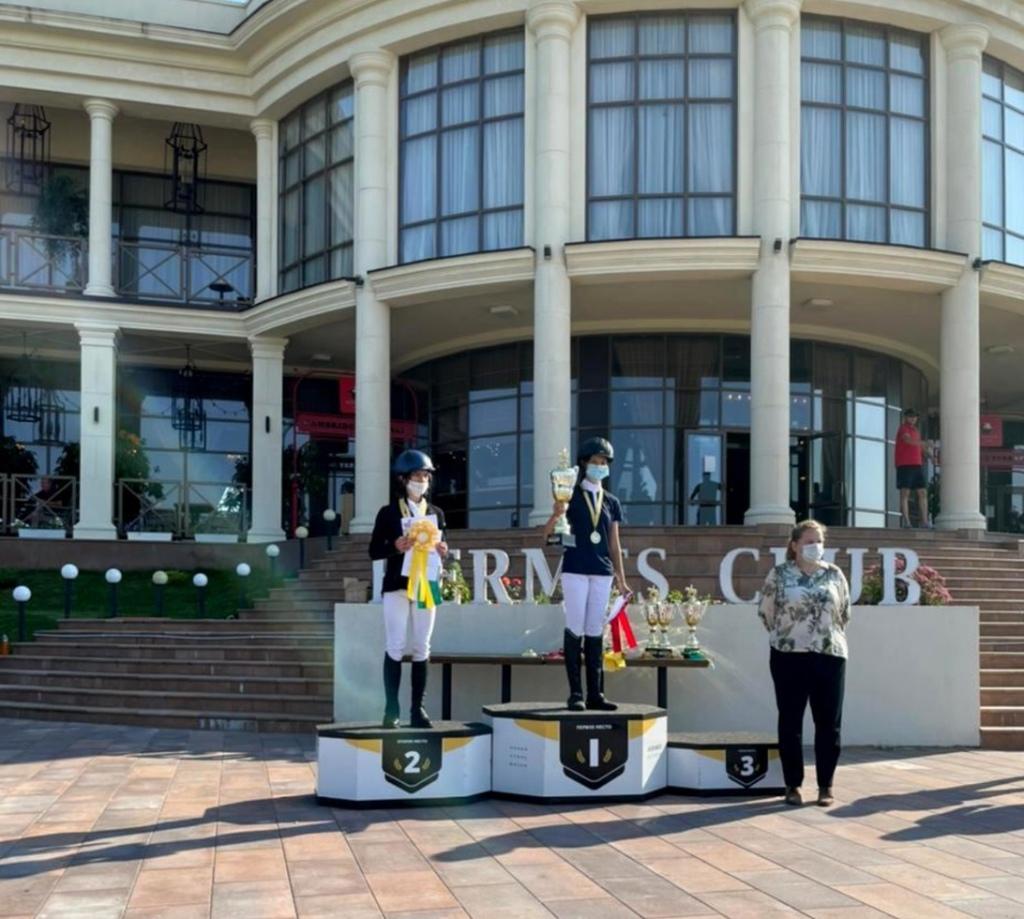 Оренбурженка Виктория Пенза выиграла окружной турнир по конному спорту
