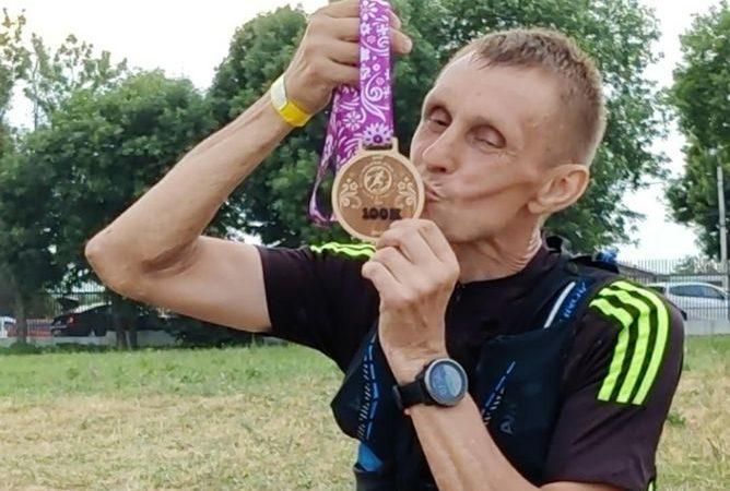Больше 100 километров по бездорожью: оренбургский бегун преодолел ультрамарафон