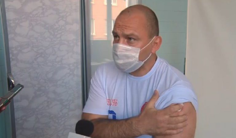 Министр спорта Сергей Салмин сделал прививку от коронавируса