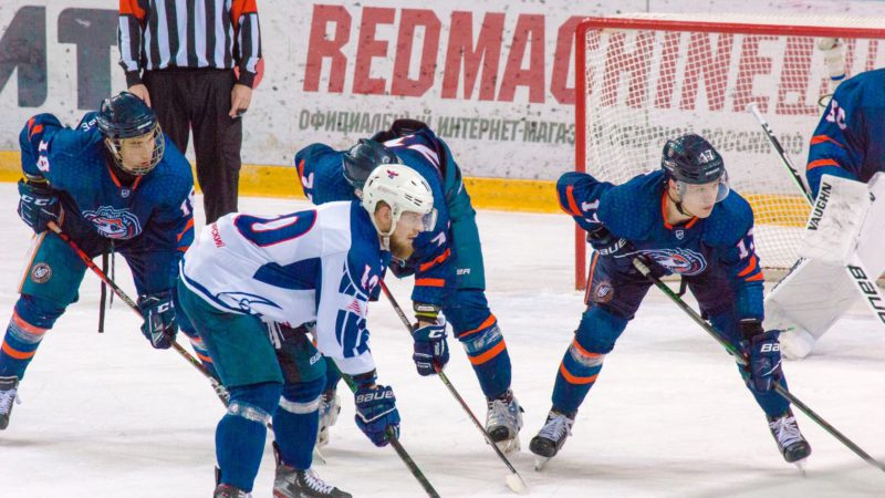 «Южный Урал» пропустил 7 шайб от «Сокола»