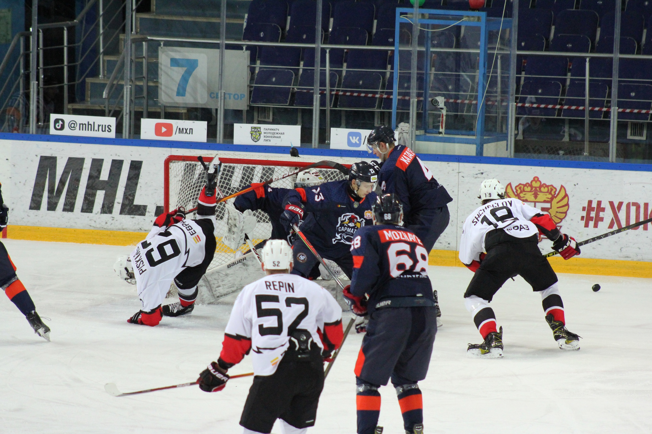 «Сарматы» в Оренбурге пропустили пять шайб от «Кузнецких Медведей»