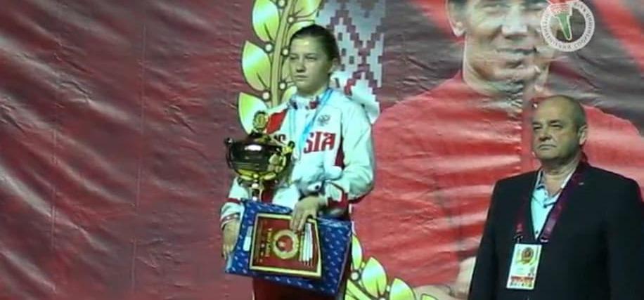 Лейла Карымова выиграла международный турнир по вольной борьбе