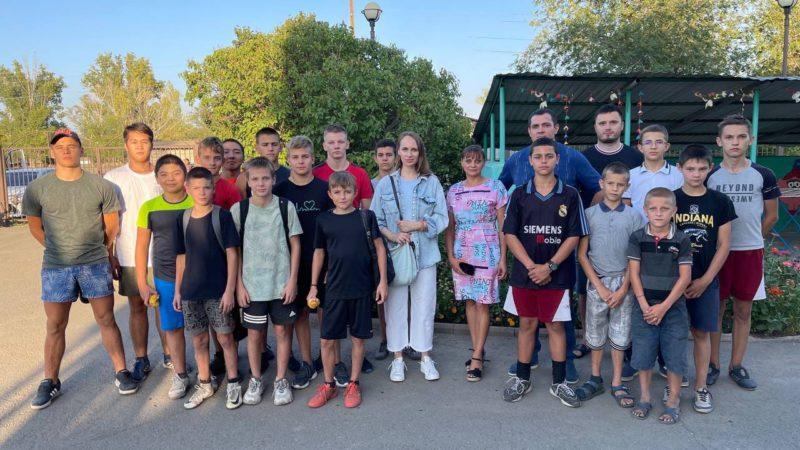 Спортсмены клуба «Боец» сыграли в футбол с воспитанниками Чебеньковского детского дома
