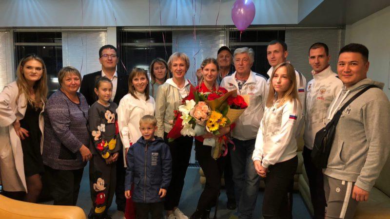 В Оренбурге встретили участницу Паралимпиады Александру Неделько